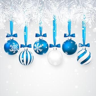 Sfondo di natale e capodanno con palle di natale blu, ramo di abete e neve per natale