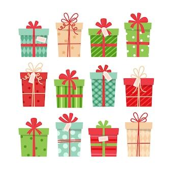 Set di regali di natale, diverse scatole con nastri,