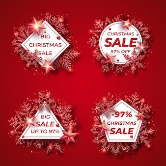 Banner di vendita di natale con brillanti fiocchi di neve rossi, palline, stelle e coriandoli. buon natale