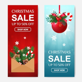 Set di vendita di natale di banner sconto verticale con lettera regalo e palla rossa.