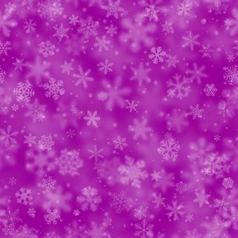Modello senza cuciture natalizio di fiocchi di neve di diverse forme, dimensioni, sfocatura e trasparenza su sfondo viola