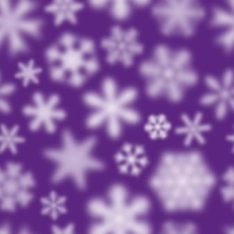 Reticolo senza giunte di natale di fiocchi di neve sfocati bianchi su sfondo viola