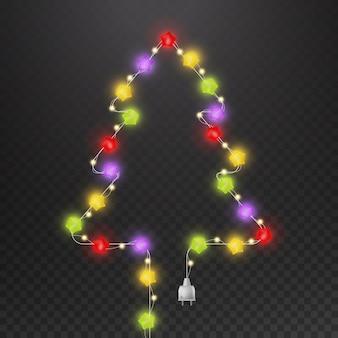 Albero di natale con ghirlanda di luce. forma di abete con filo di energia isolato lampadina multicolore incandescente stella moderna