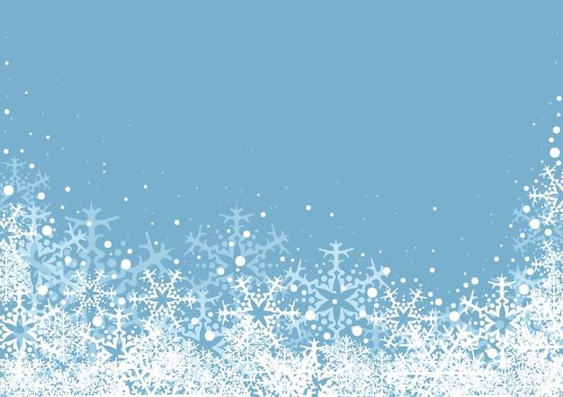 Sfondo natalizio o invernale con neve e fiocchi di neve su blue