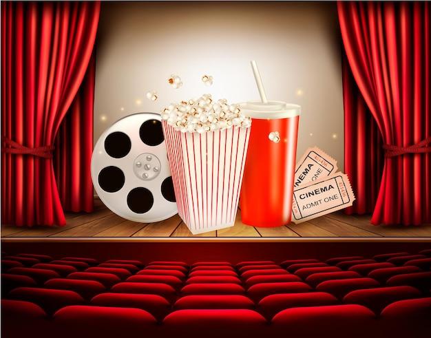Sfondo del cinema con una bobina di film, popcorn, drink e biglietti. vettore.