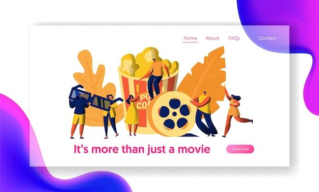 Personaggio del film del cinema con popcorn e drink landing page. giovani in occhiali 3d. la ragazza porta il biglietto alla premiere. elemento del sito web o della pagina web dell'industria cinematografica. illustrazione di vettore del fumetto piatto