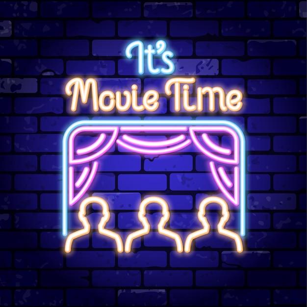 Insegna al neon di cinema e film sul muro di mattoni