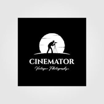 Logo d'annata di fotografia della cinematografia con progettazione dell'illustrazione del fondo della luna
