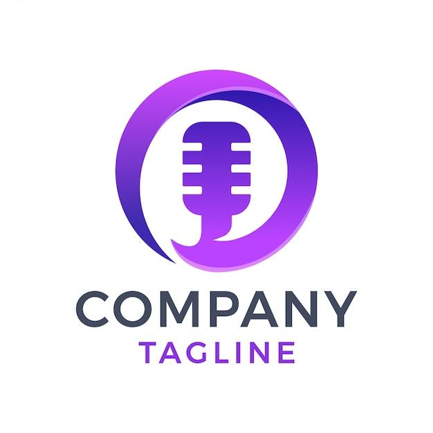 Logo di gradiente viola 3d podcast lettera o cerchio