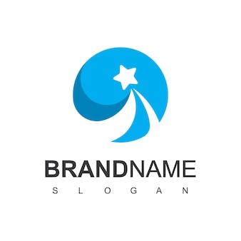 Modello di progettazione di logo della stella del cerchio che vola sul fondo blu del cerchio