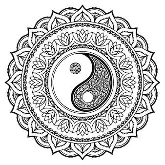 Modello circolare a forma di mandala. ornamento decorativo in stile etnico orientale con simbolo disegnato a mano yin-yang.