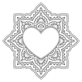 Modello circolare a forma di mandala con cornice a forma di cuore. ornamento decorativo in stile etnico orientale mehndi. illustrazione di vettore di tiraggio della mano di doodle di contorno. pagina del libro da colorare antistress.