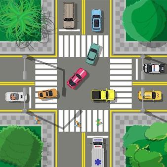 Incrocio di asfalto cittadino con segnaletica, passerelle incrocio stradale alla rotonda. regolamentazione del traffico. codice della strada.