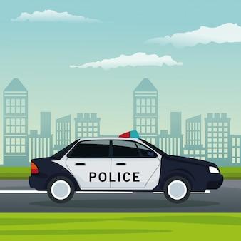 Paesaggio della città con il trasporto di veicoli della polizia in strada