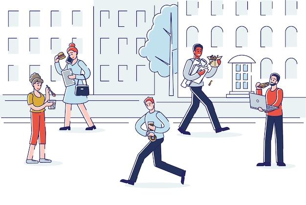 Strada di città con persone che mangiano mentre si cammina.