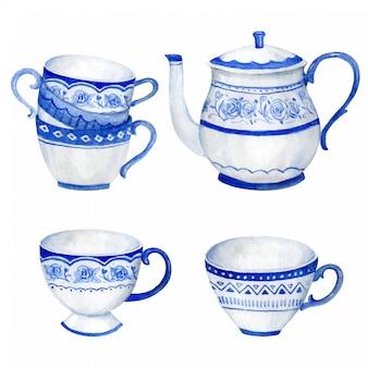 Teiera e tazze blu di clasicc con gli ornamenti floreali d'annata