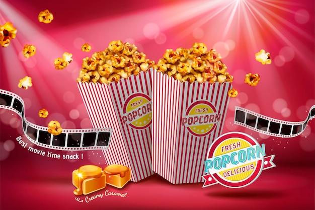 Banner di popcorn al caramello classico con rotolo di pellicola su bokeh rosso