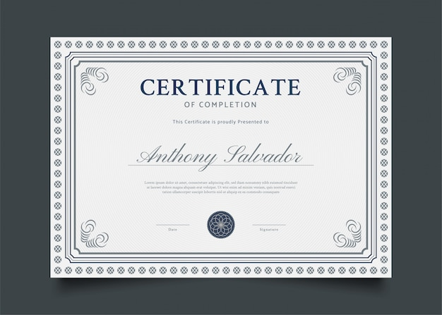 Design classico modello di certificato con ornamenti astratti
