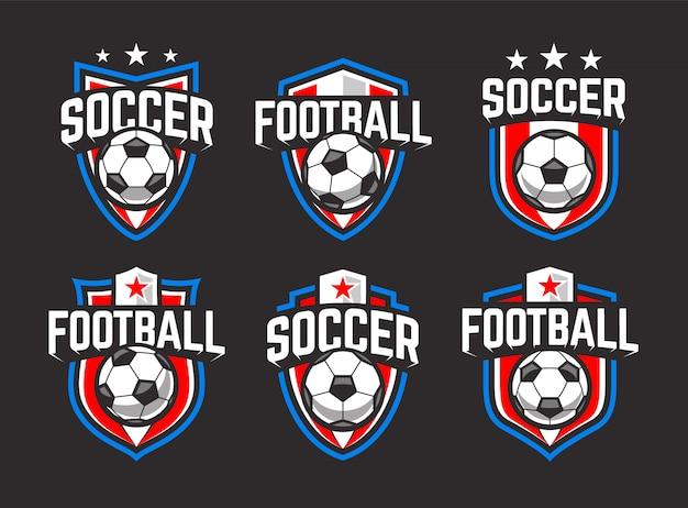 Emblemi di calcio classici. colori blu, rosso e bianco su sfondo nero. set di emblemi retrò calcio vettoriale.