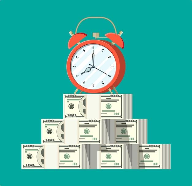 Orologio, banconote in dollari. entrate annuali, investimenti finanziari, risparmi, depositi bancari, entrate future, benefici in denaro. il tempo è il concetto di denaro.