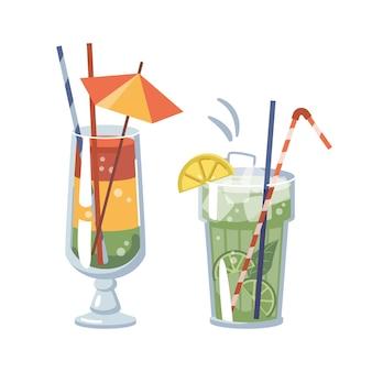 Cocktail serviti con ghiaccio e frutta, bicchieri isolati con cannucce decorative e ombrelli lime e