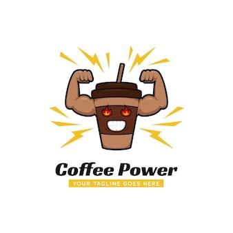 Logo della palestra di potenza del caffè, tazza di caffè con l'illustrazione della mascotte dell'icona del logo del muscolo forte del braccio grande