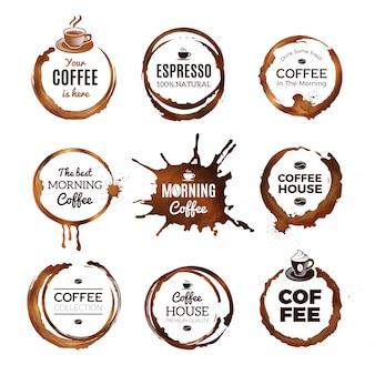 Set di etichette di anelli di caffè. i distintivi progettano con i cerchi dal modello di vettore della tazza del caffè espresso del tè o del caffè con il posto per testo