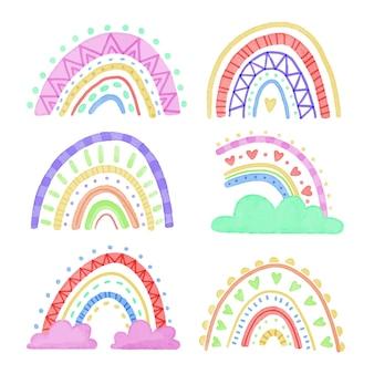 Raccolta di arcobaleni colorati astratti con nuvole