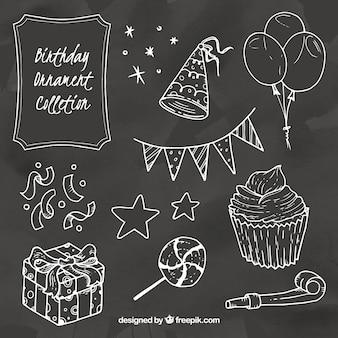 Raccolta di elementi di compleanno in stile gesso Vettore Premium