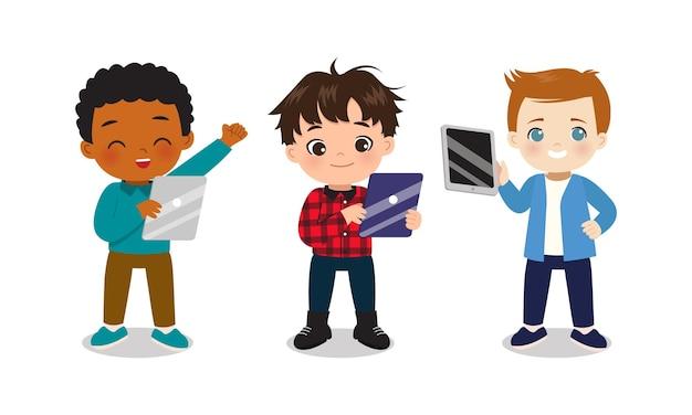 Collezione di ragazzi che giocano con gadget