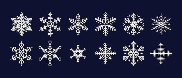 Raccolta di fiocchi di neve carino isolato su oscurità