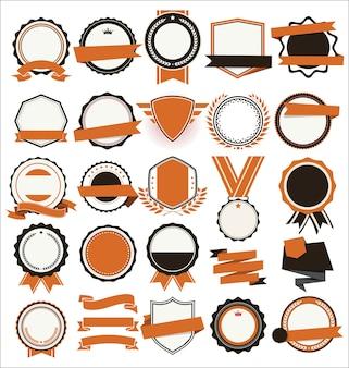 Collezione di scudi piatti distintivi ed etichette in stile retrò