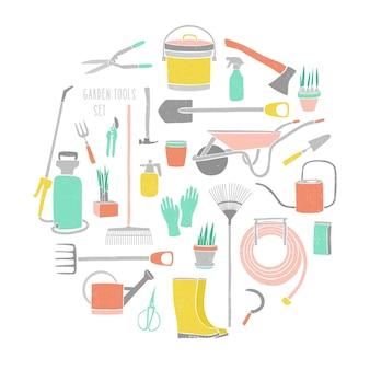 Collezione di attrezzi da giardinaggio isolati su sfondo bianco. pacchetto di attrezzature per lavori agricoli, coltivazione di piante, lavori in giardino o agricoltura.