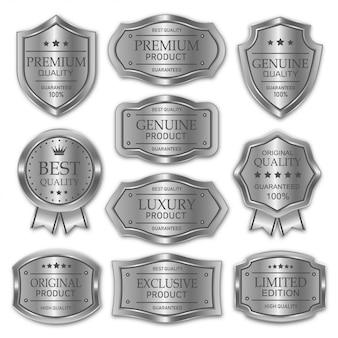 Collezione di badge in metallo argento ed etichette prodotto di qualità