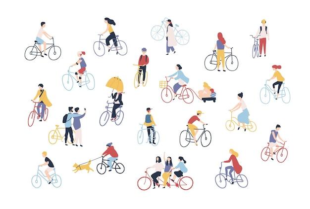 Raccolta di persone in bicicletta sulla strada della città. fascio di uomini, donne e bambini in bicicletta isolati su sfondo bianco. insieme di attività all'aperto. illustrazione vettoriale colorato in stile cartone animato.
