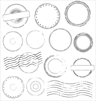 Raccolta di francobolli postali e timbri postali in colore nero isolato su sfondo bianco
