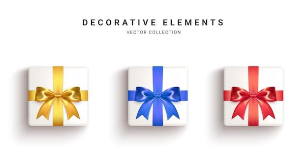 Collezione di scatole regalo realistiche, regali decorativi isolati su priorità bassa bianca. illustrazione.