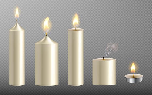Collezione di candele bianche realistiche con fuoco su sfondo trasparente per natale e capodanno