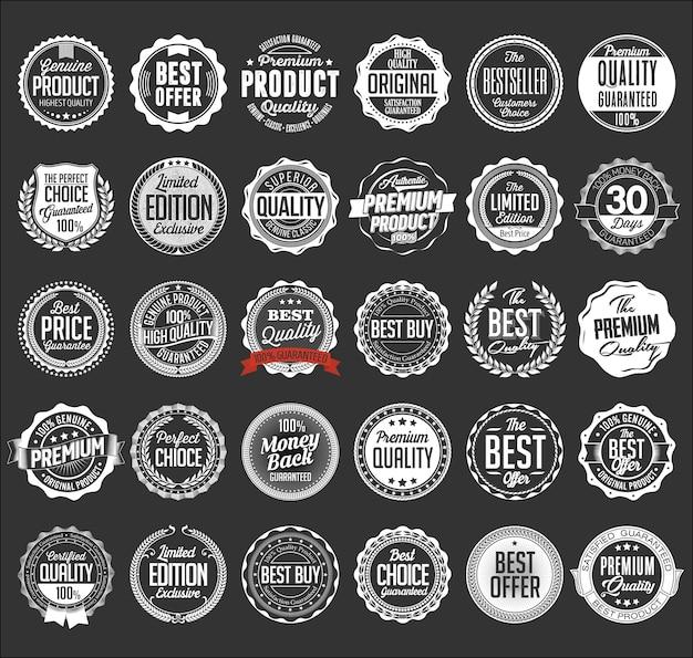 Collezione di badge bianchi al dettaglio isolati su grigio