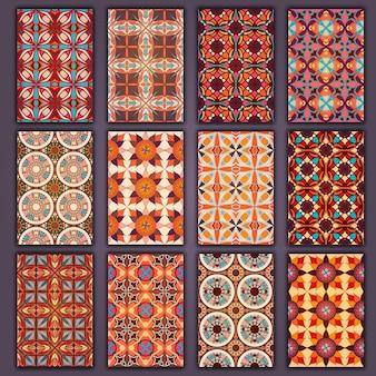 Camicie di carte retrò collezione con sfondi etnici con elementi di design vintage.