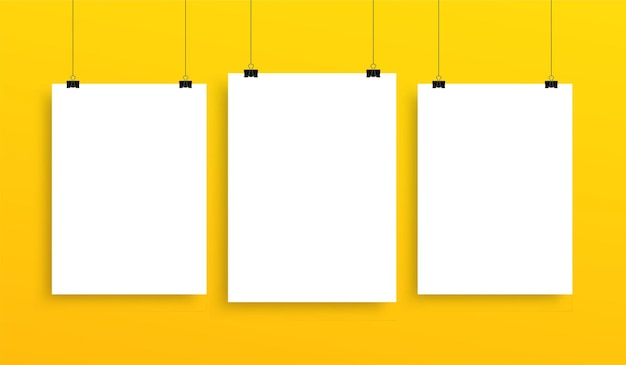 Raccolta di mockup di poster da appendere verticale, modello di fogli bianchi bianchi su parete gialla