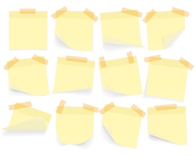 Raccolta di fogli di carta per appunti di colore giallo con angolo arricciato e ombra, pronti per il tuo messaggio. realistico. isolato su sfondo bianco. impostato.