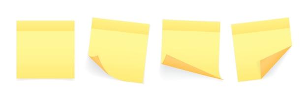 Accumulazione dei fogli colorati gialli dei fogli di nota con l'angolo e l'ombra arricciati