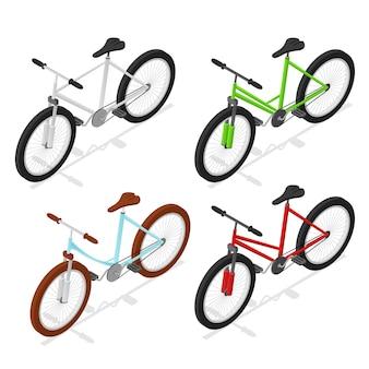 Le biciclette di colore hanno impostato la vista isometrica isolata su bianco
