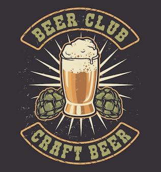 Illustrazione a colori di un bicchiere di birra e coni di luppolo in stile vintage.