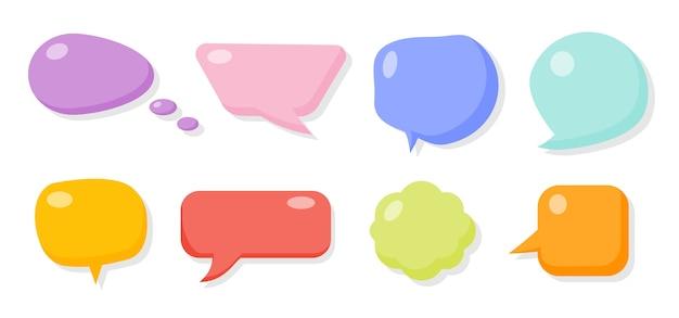 Set di bolle di sapone comiche colorate. modello di messaggio di fumetti. nuvole di casella di testo vuota del fumetto. forme differenti astratte divertenti del pallone. icona vuota di gomma lucida bolle.