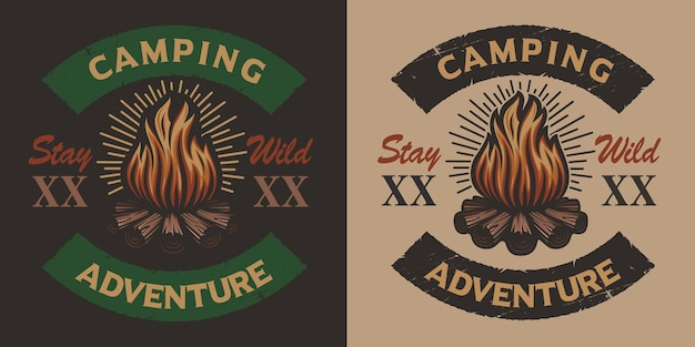 Emblema di campeggio vintage colorato con falò. ideale per loghi, magliette e molti altri usi