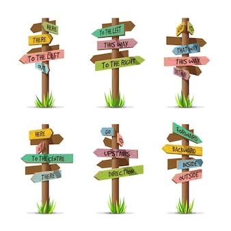 Insieme di direzione di insegne freccia in legno colorato. segno di legno post concetto con erba. illustrazione del puntatore della scheda con testo isolato su sfondo bianco