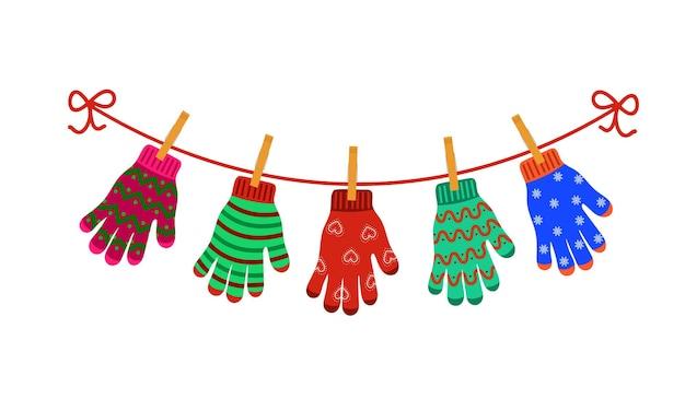 Guanti colorati appesi su stendibiancheria buon natale vacanze invernali concept