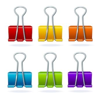 Set di clip in metallo colorato legante isolato su sfondo bianco